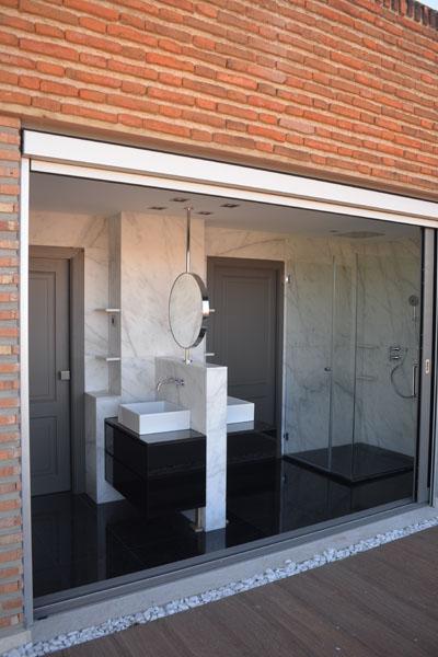 02-baño-principal-atico-savorelliynoguerales