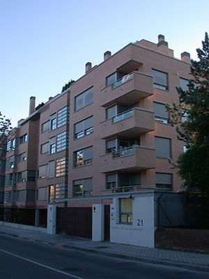 02-edificio-24-viviendas-conde-orgaz-madrid-arquitectos-savorelli-noguerales-sn