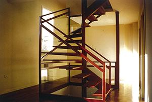 02-escalera-vivienda-calle-mostoles-madrid-arquitectos-savorelli-noguerales-SN