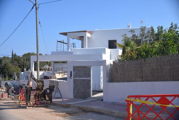 02-fase-obra-vivienda-unifamiliar-ibiza-2-arquitectos-savorelli-noguerales-SN