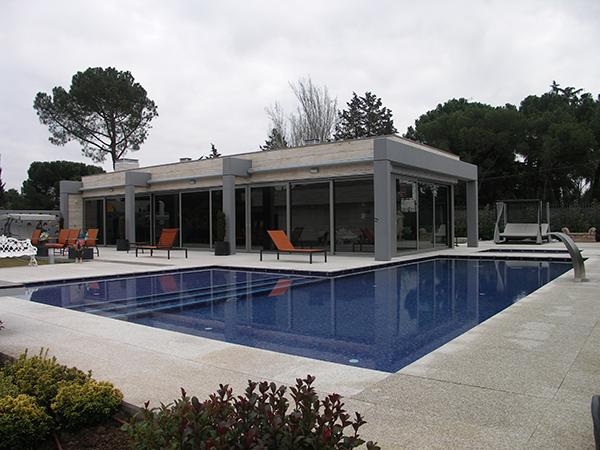 02-pabellon-de-verano-vivienda-unifamiliar-aislada-conde-orgaz-madrid-arquitectos-savorelli-noguerales-sn