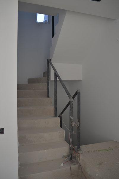 04-detalle-escalera-vivienda-ibiza-2-arquitectos-savorelli-noguerales-SN